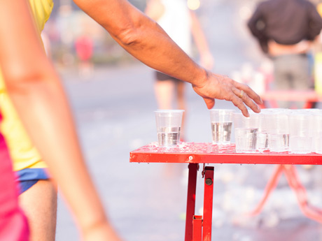 Should Runners Carry Water During a Race?