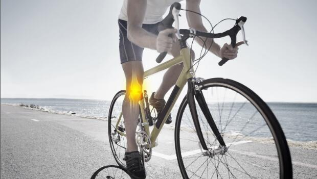 Cyclist with knee pain
