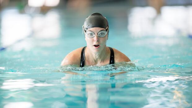 can swimming make you gain weight