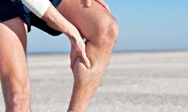 【スポーツ中や朝方に注意!】足のつりを防ぐための予防&対策