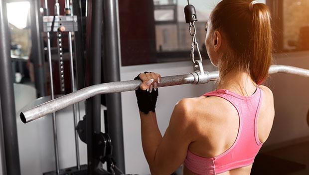 woman-using-a-weight-machine
