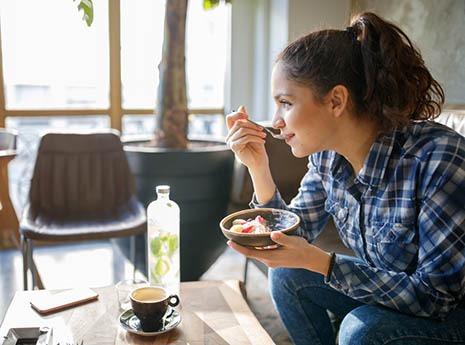 Woman+eating+breakfast front