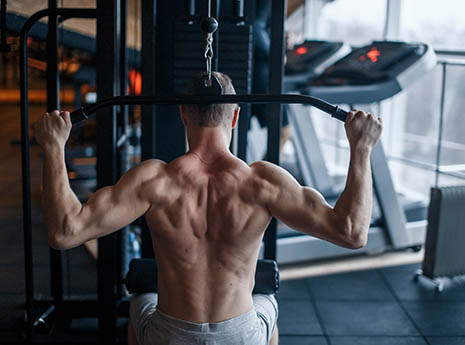 Man+doing+a+lat+pull+down front