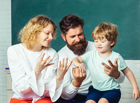 Family+counting+fingers front