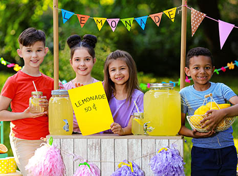 Kids+at+a+lemonade+stand front