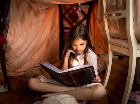 Kid+in+a+fort+reading front