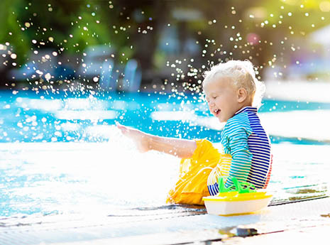 Kid+swimming front
