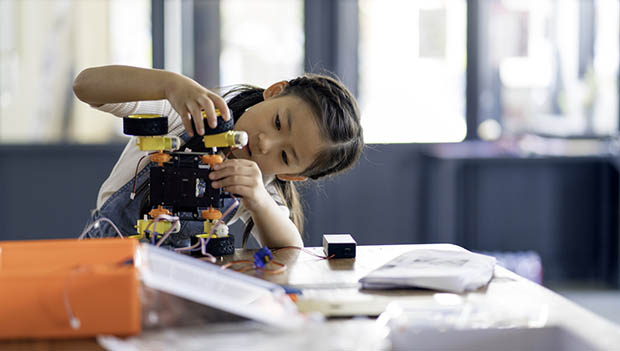 """kid building robot"