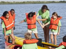 How to Decide Between Sleepaway Camps and Day Camps
