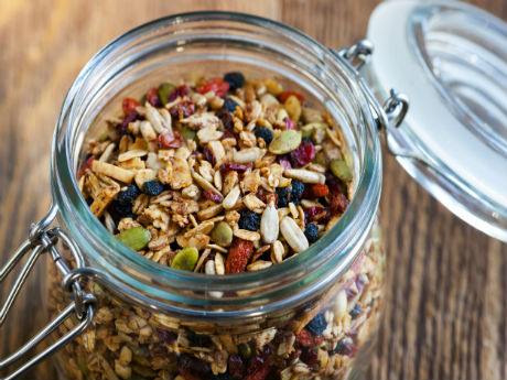 5 Easy Steps to Create the Ultimate Trail Mix Recipe