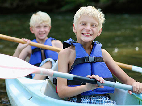 6 Ways to Prepare a Shy Child for Summer Camp