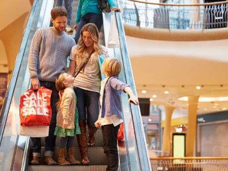 Family+shopping+-+front