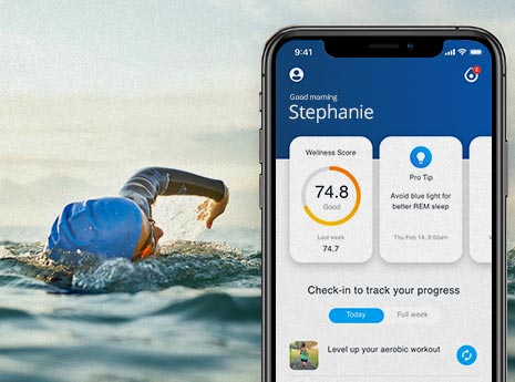 Person+swimming+with+inside+tracker+on+a+phone front