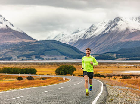 Man+running+in+the+mountains front