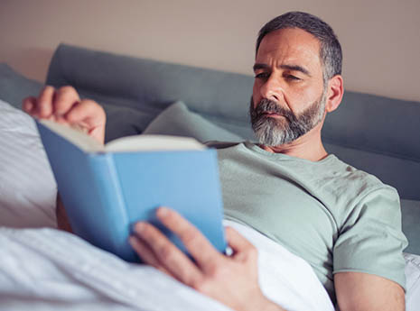 Man+reading+in+bed front
