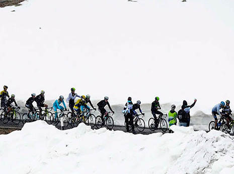 Cycling+in+the+snow-front